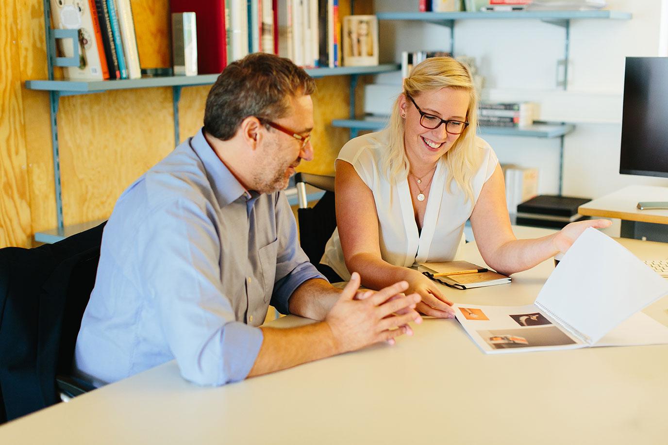 Gespräch in den Räumlichkeiten vom SDV Werbestudio